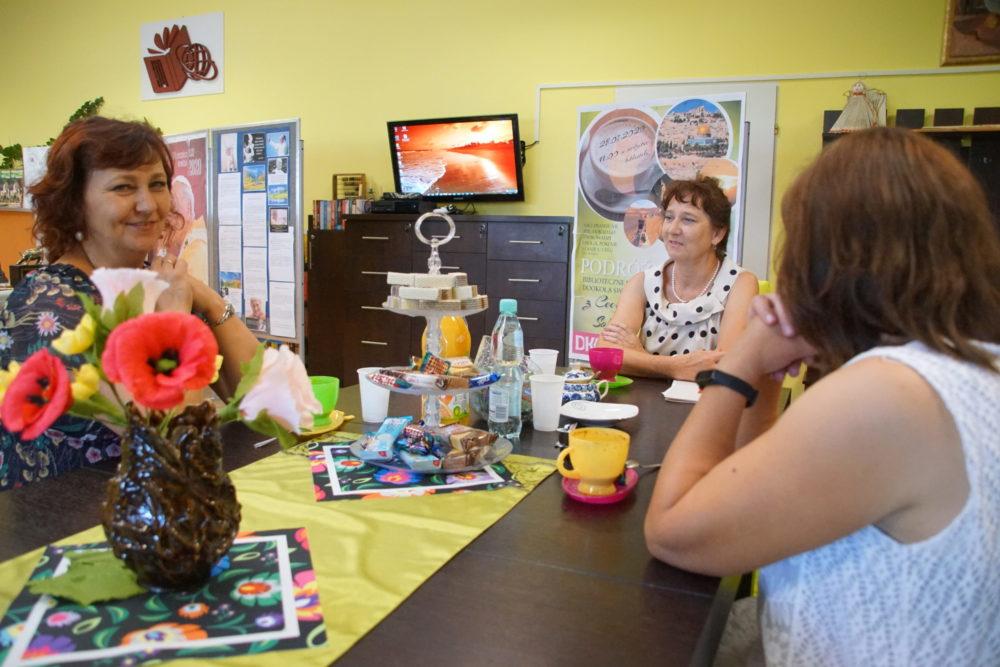 podróże z Cecylią Solan - zdjęcie uczestników spotkania w Bibliotece Publicznej Gminy Zamość z/s w Mokrem