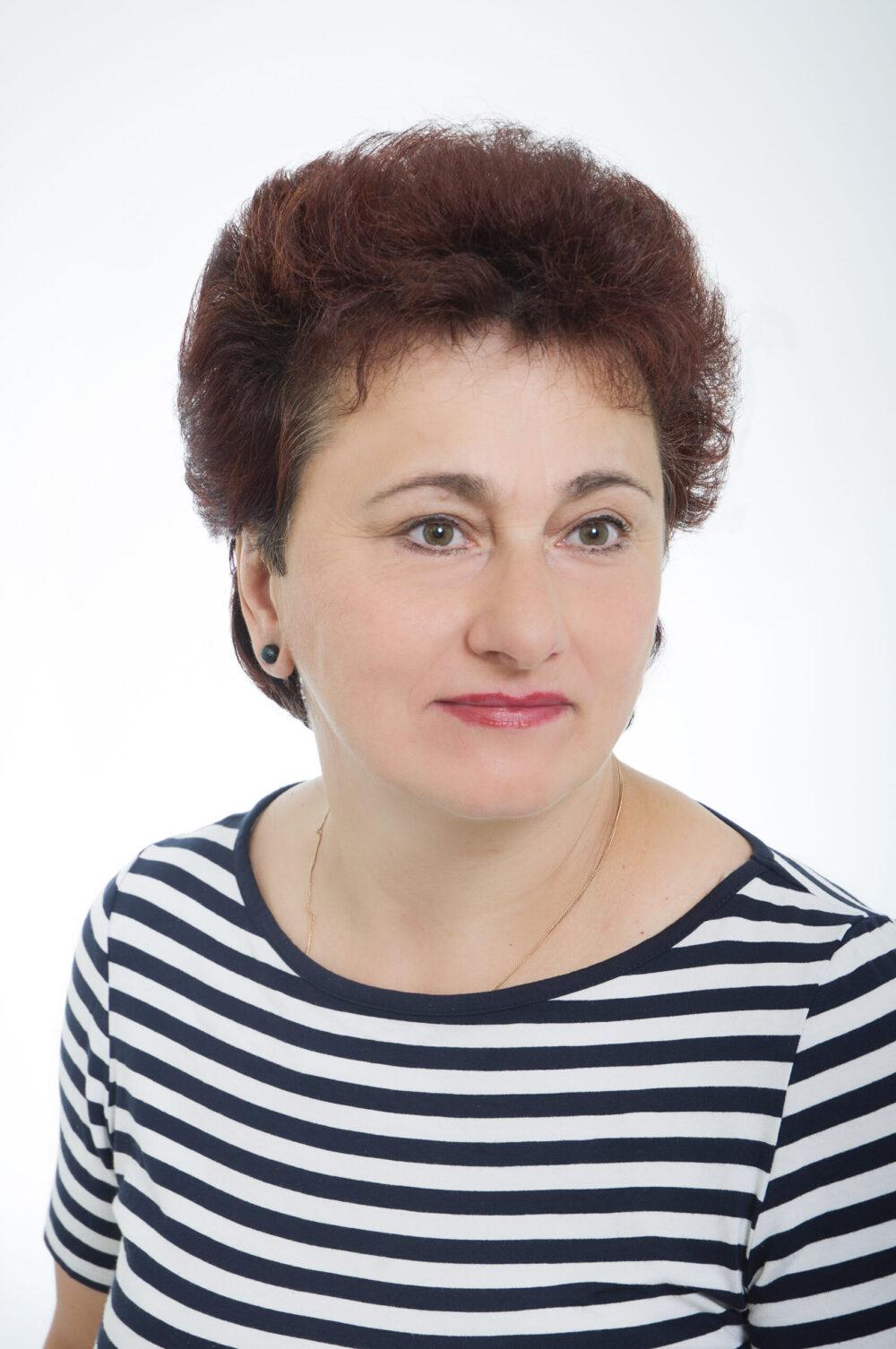 """Stefania Wójcik. Autorka wystawy malarskiej """"KWIATY"""""""